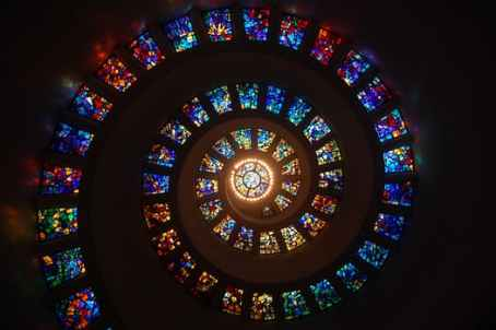 stained-glass-spiral-circle-pattern-161154