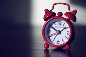 red-carlton-alarm-clock-39900